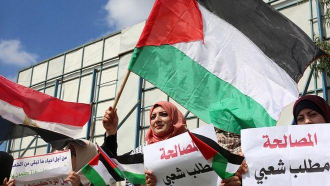 فلسطينيون مؤيدون للمصالحة