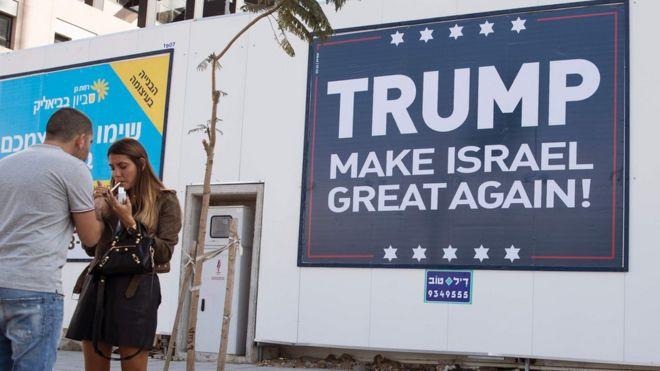 Trump taageerada uu u hayo Israa'iil waxaa lagu muujiyay boorar Tel Aviv lagu dhejiyay.