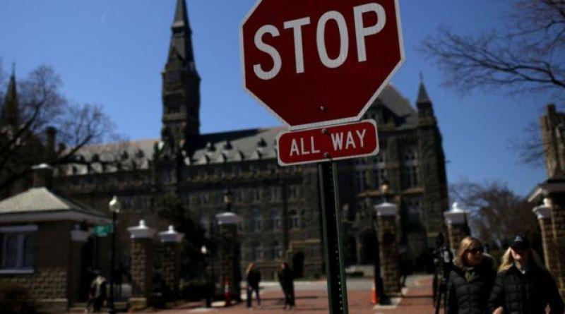 USA. Millonarios sobornaban para que sus hijos de entraran a universidades de élite