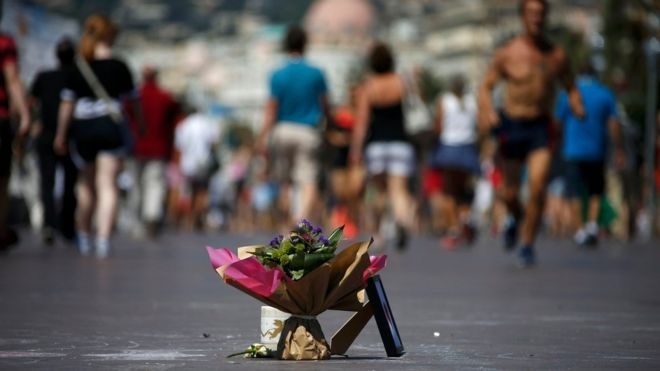 Flores no calçadão de Nice