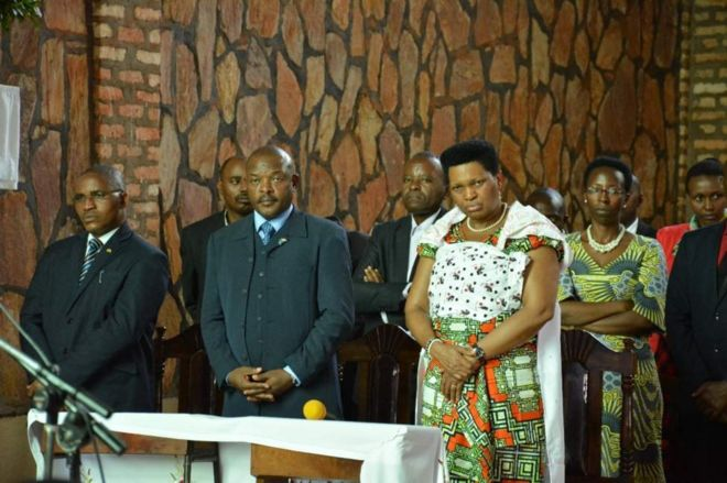 Madamu Denise Nkurunziza n'umunega wiwe Perezida Pierre Nkurunziza (hagati imbere)