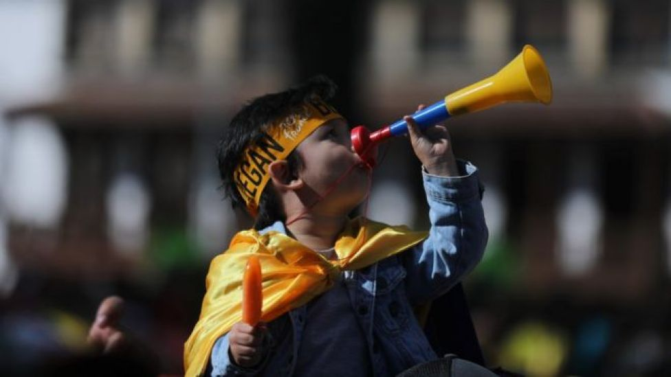 Niño celebra victoria de Bernal.