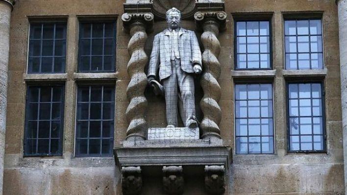 Cecil Rhodes'in Oxford Üniversitesi'nin Oriel Koleji'ndeki heykeli