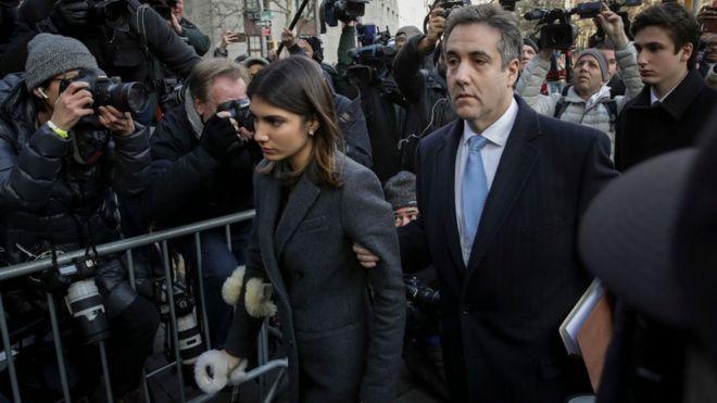 Michael Cohen đến toà nghe tuyên án với gia đình