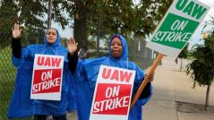 UAW outside GM's Detroit-Hamtramck assembly plant