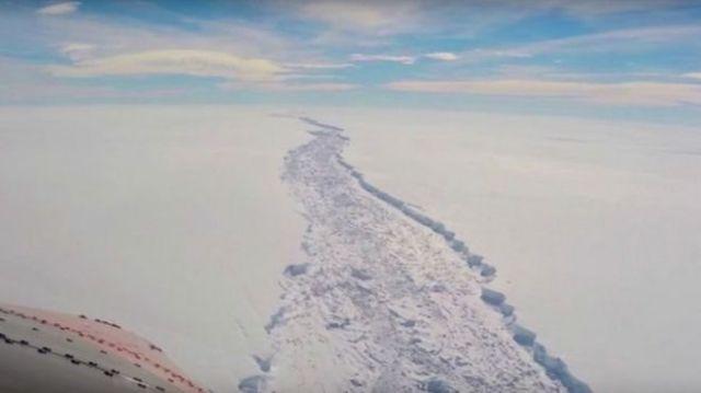 buzuldaki çatlak
