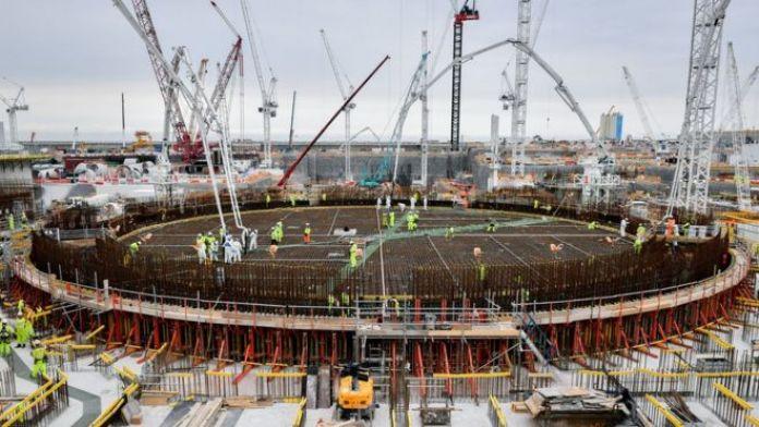 中国通用核电集团为英格兰西南部的萨默塞特郡(Somerset)建设欣克利角核电站(Hinkley Point)提供了部分融资,该核电站耗资200亿英镑。