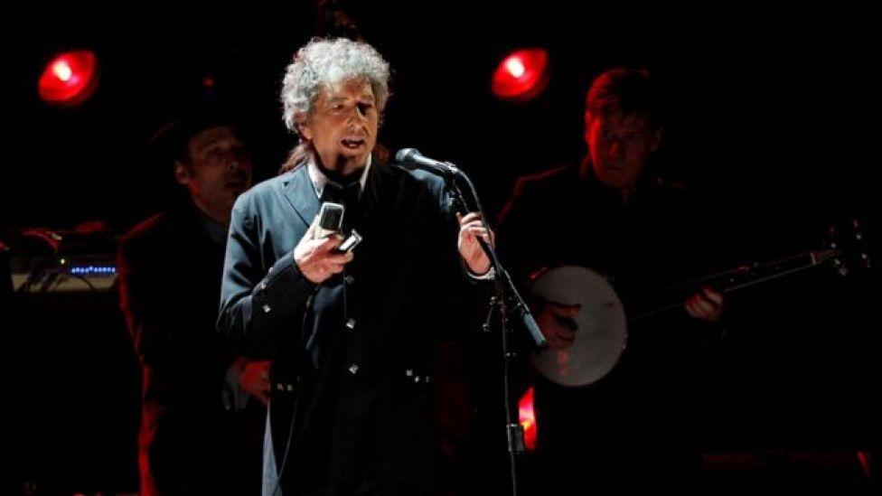 Moby Dick, La Odisea y Sin novedad en el frente: las influencias que Bob Dylan menciona en el discurso que presentó justo a tiempo para no perder el dinero del Nobel de Literatura
