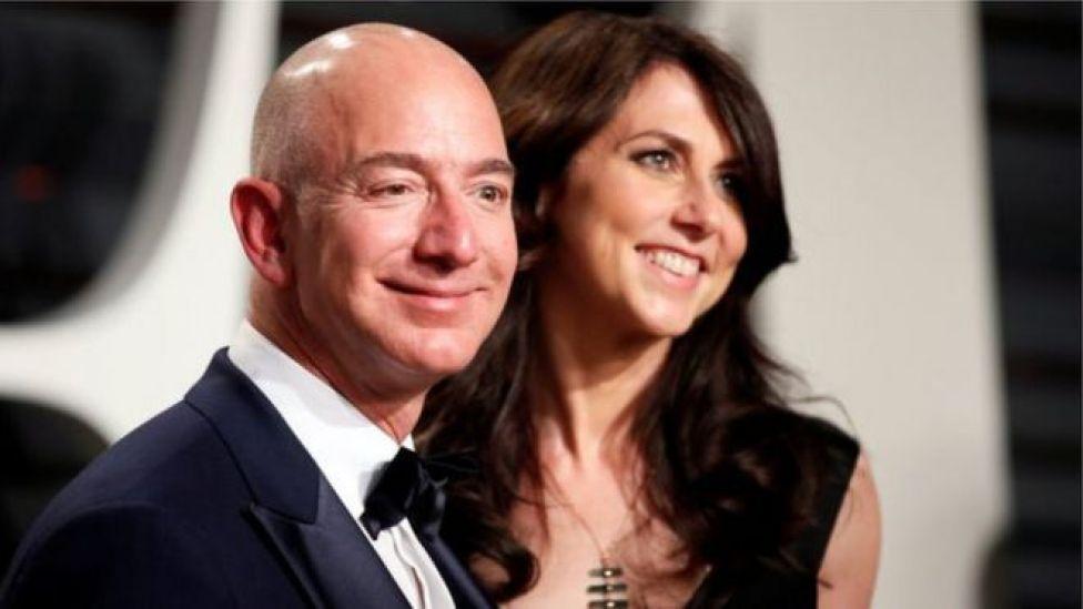 Jeff Bezos waxaa loo aqoonsaday qofka ugu taajirsan guud ahaan dunida