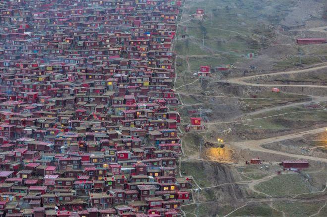 Poblado desalojado en Larung Gar (Tibet)