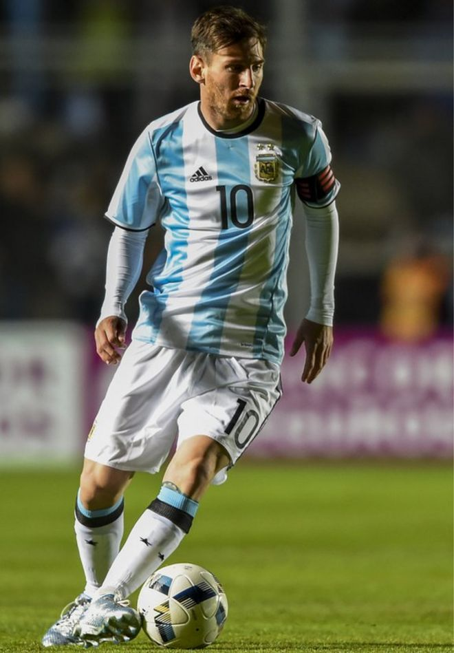 Messi in Argentina strip with control of the ball, May 27 2016