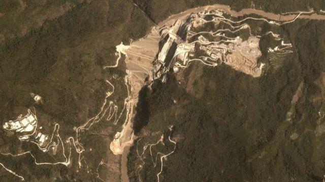Vista aérea da barragem de Hidroituango em 26 de março de 2018, quando a construção estava em curso