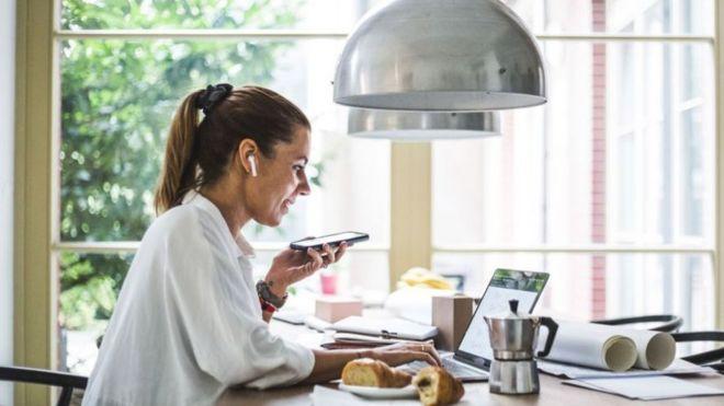 يرى البعض أن خيار الجمع بين العمل من المنزل ومن المكتب سيكون أفضل إنتاجية