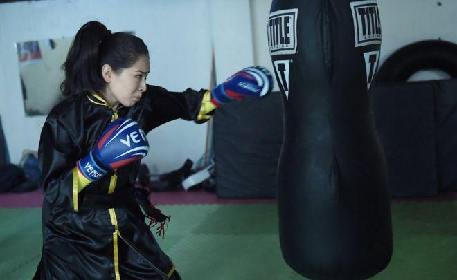 29 Ocak'ta çekilen fotoğraflarda kadınlar hem açık havada hem de spor salonunda ders alırken gözüküyor.