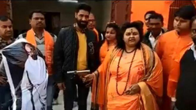 Pooja Pandey, Hoggaamiyaha Hinduuga Midigta Fog