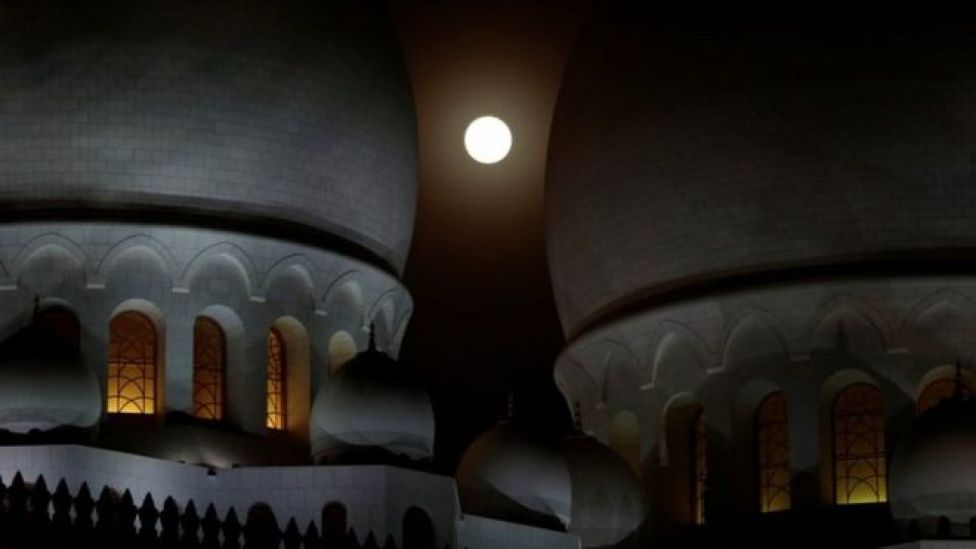 Wa gadaasha dambe ee masaajidka Sheikh Zayed ee ku yaalla magaalada Abu Dhabi