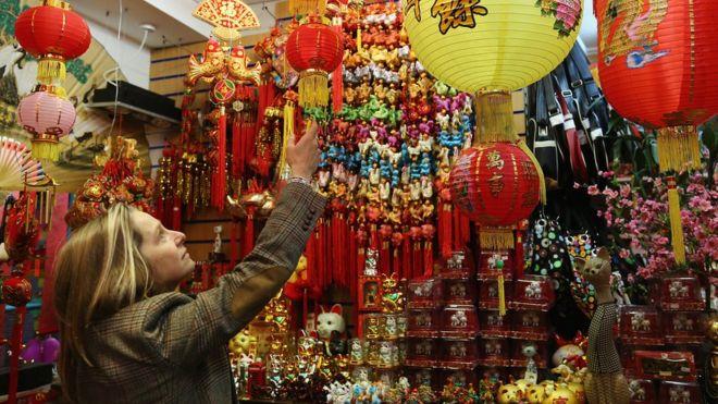 Người Anh gọi dịp đón năm mới Âm lịch là 'Chinese New Year', có nghĩa là 'Năm mới Trung Hoa'