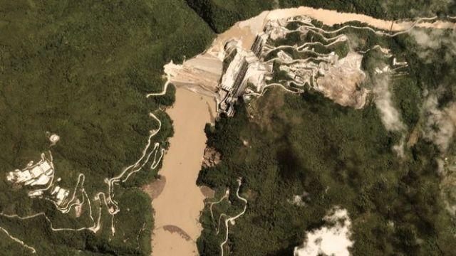 Vista aérea da barragem de Hidroituango em 17 de maio de 2018