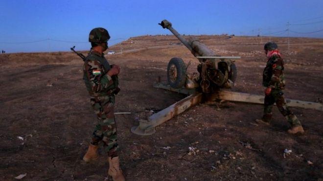 Iraqi Kurdish Peshmerga fighters hold a position east of Mosul, on 17 October 2016.