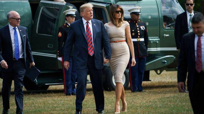 Sau đó, hai người lên chiếc phi cơ Marine One bay tới Winfred House, nhà riêng của Đại sứ Mỹ ở Công viên Regent, nơi diễn ra tiệc đón.
