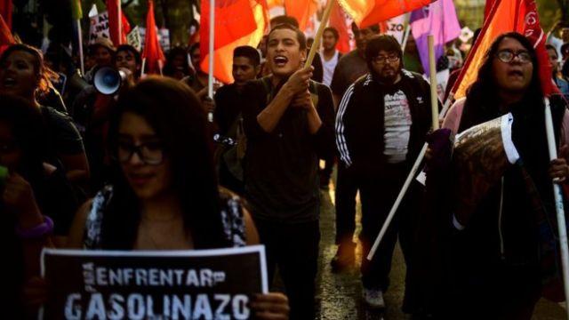 Mexicanos protestam contra o gasolinaço