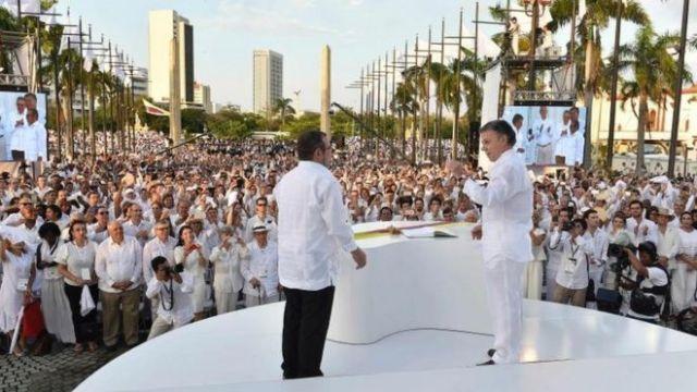 Juan Manuel Santos y Rodrigo Londoño Echeverri, alias Timochenko