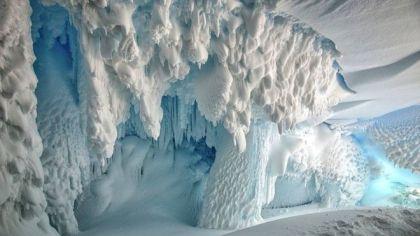 Caverna na Antártica