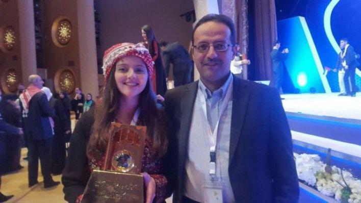 يارا مع والدها بعد تكريمها