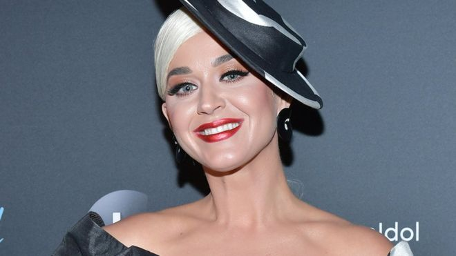 96+ Katy Perry Has Bright Pink Hair To Look Like A Cherry