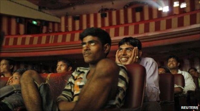 Resultado de imagem para cinema goers in Mumbai.