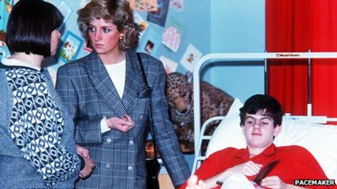 Princess Diana visits casualty in hospital