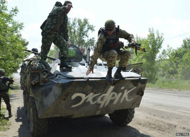 Ukrainian soldiers north of Maryinka, 4 Jun 15