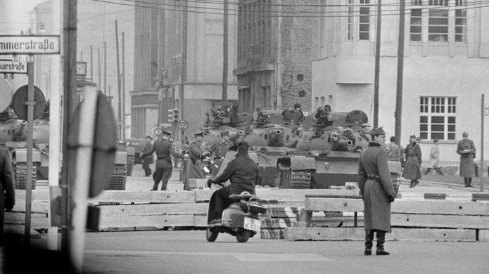 Tanques soviéticos desplegados en Berlín.