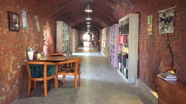 Kütüphanenin içi