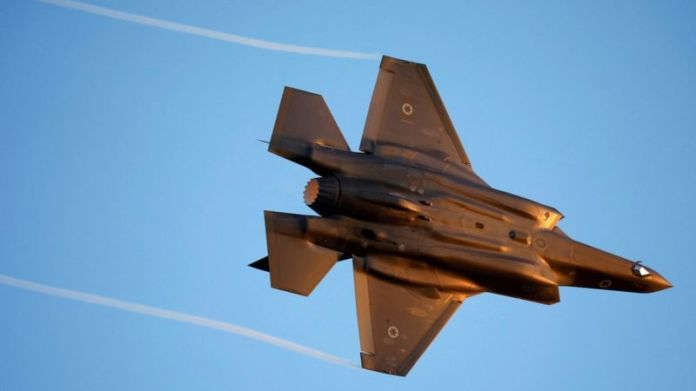 Israeli Air Force F-35 flies during an aerial demonstration at the Hatzerim air base in southern Israel (27 June 2019)
