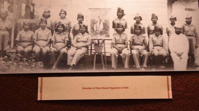 আজাদ হিন্দ ফৌজের রানি ঝাঁসি রেজিমেন্টের সদস্যদের একটি ছবি।