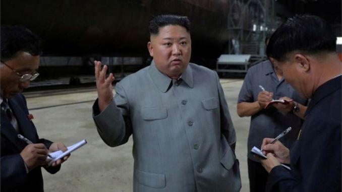 Kim Jong-un inspecte une installation de sous-marins en Corée du Nord