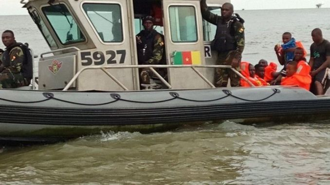 Le bataillon d'intervention rapide (BIR) Delta et la Marine Nationale procèdent aux opérations de sauvetage.