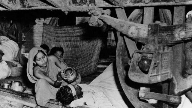 কলকাতায় ৪৭ সালে এক শরণার্থী পরিবার।