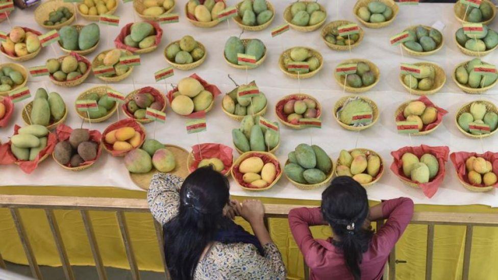 Mesa con mangos