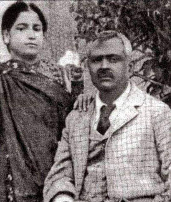 স্বামী সৈয়দ সাখাওয়াত হোসেনের সঙ্গে বেগম রোকেয়া