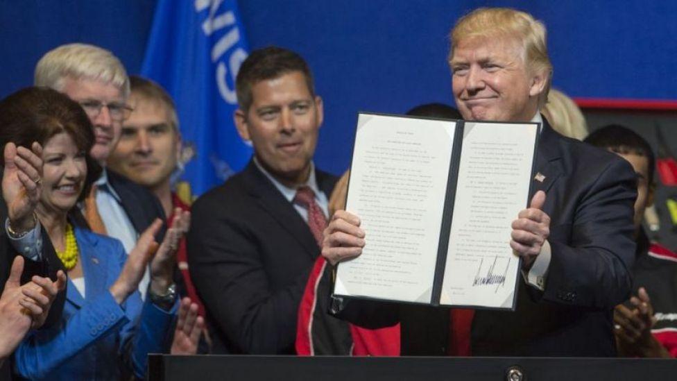 """La orden ejecutiva """"compre estadounidense, contrate estadounidense"""" ha significado nuevas dificultades para contratar extranjeros en EE.UU."""