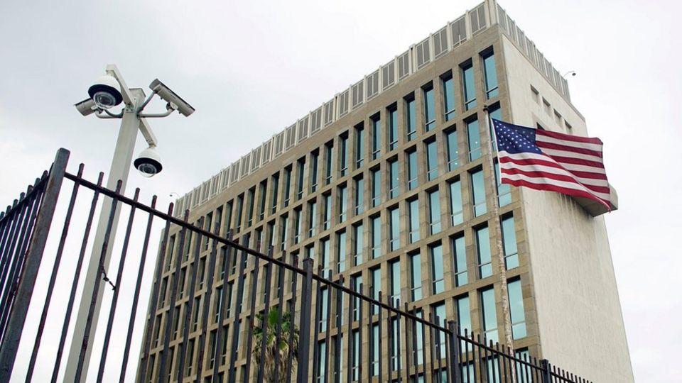 Fachada de la embajada de EE.UU. en La Habana, Cuba, junio 19, 2017