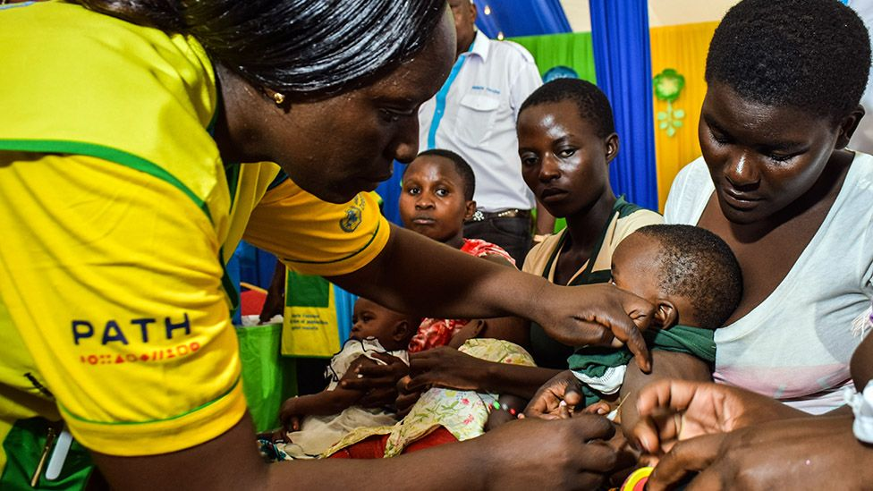 A healthworker vaccinated a child in Kenya in 2019