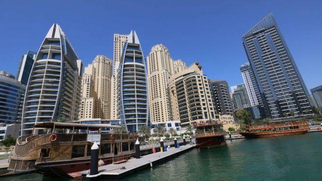Dubai police arrest group over nude balcony shoot - BBC News