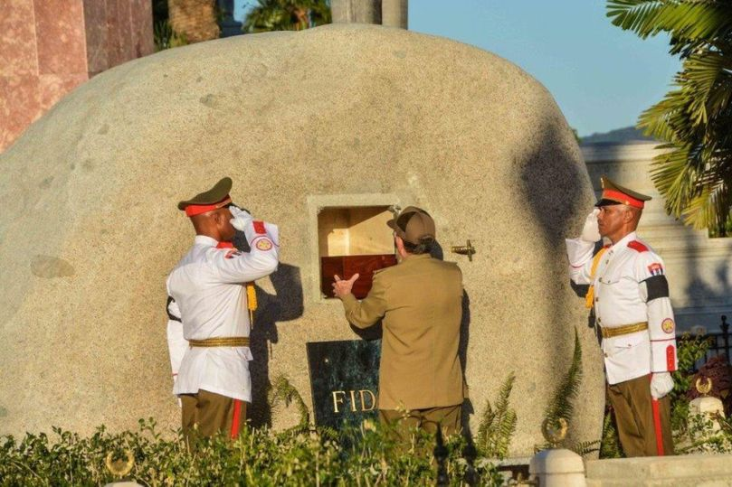 Cuban President Raul Castro places the urn with the ashes of his brother Fidel Castro in his tomb at the Santa Ifigenia cemetery in Santiago de Cuba on December 4, 2016.