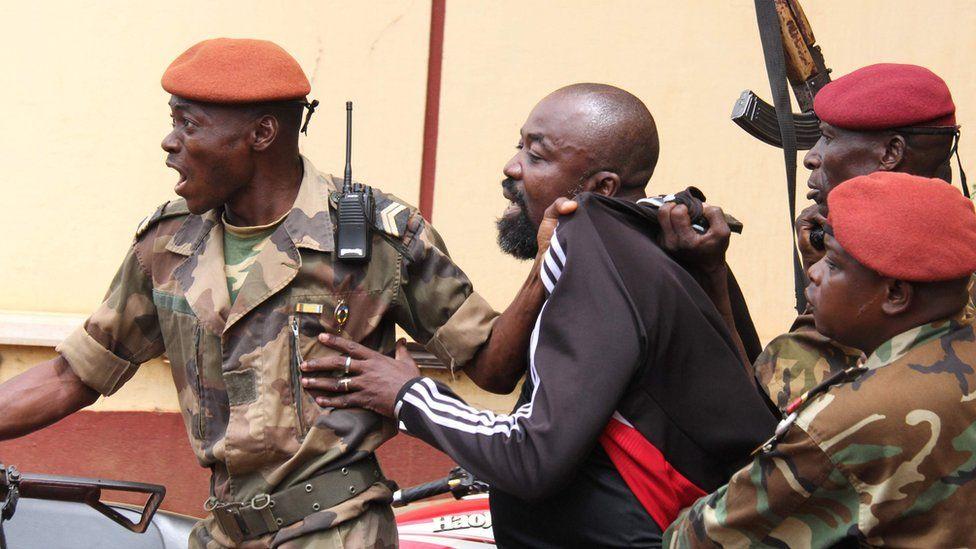 Soldiers arresting Alfred Yekatom