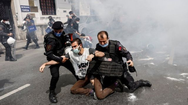 Riot police officers detain demonstrators as they attempt to defy a ban and march on Taksim Square