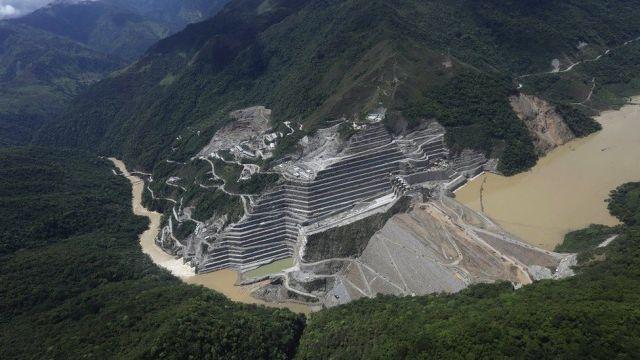 Vista aérea da hidrelétrica de Hidroituango