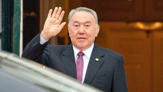 Derechos de autor de la imagen GETTY IMAGES Nazarbayev renunció al cargo de forma repentina.
